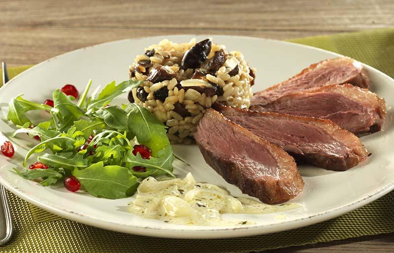 Filet de canard sauce porto et risotto aux champignons des bois