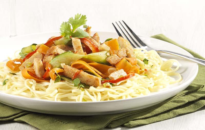 Aziatische groentewok met krokante veggiereepjes (baby eet mee)